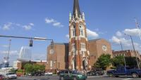 TN_Nashville_UpperBroadway_FirstBaptistChurchOfNashville_courtesyWikimediaCommons_2015_007_sig_005.jpg