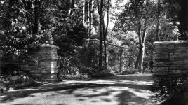 MaitlandFGriggsEstate-EntranceCourt_signature_RVSmutny_c1925.jpg