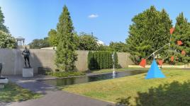 Washingtion_DC_HirshhornSculptureGarden_courtesyWikimediaCommons_2019_003_sig.jpg