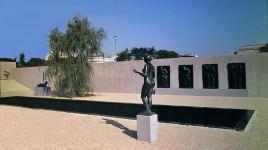 Washington_DC_HirshhornSculptureGarden_05_SmithsonianArchives_1974.jpg
