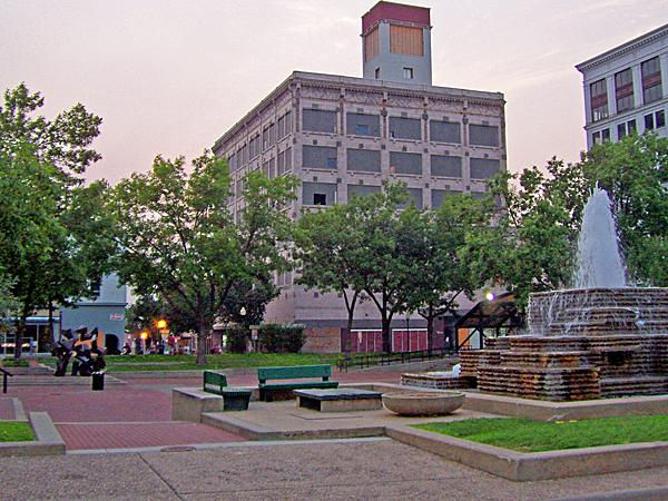 Park Central Square_05
