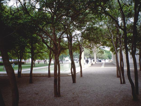 KimbellArtMuseum_02-TX-CB-2000.jpg