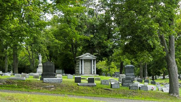 NY_Elmira_WoodlawnCemetery_03_BeverlyBuckbee_2008_Signature.jpg