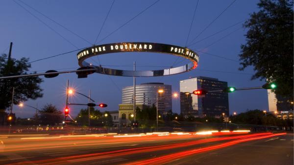 TX_Houston_PostOakBlvd_signature_courtesyUptownHouston_2006_01.jpg