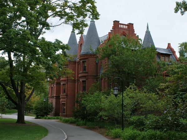 Wellesley-College5_Copyright-Karl-Gercens-2010.jpg