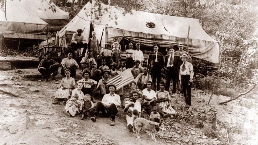 BlairMountain_miners_striking_1922.jpg