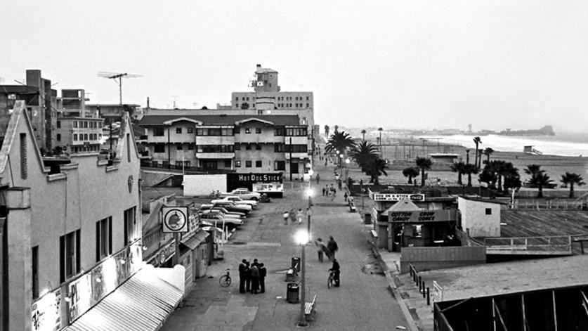 CA_SantaMonica_SantaMonicaBeach_OceanFrontWalk_CourtesyRobertChattel_1970.jpg
