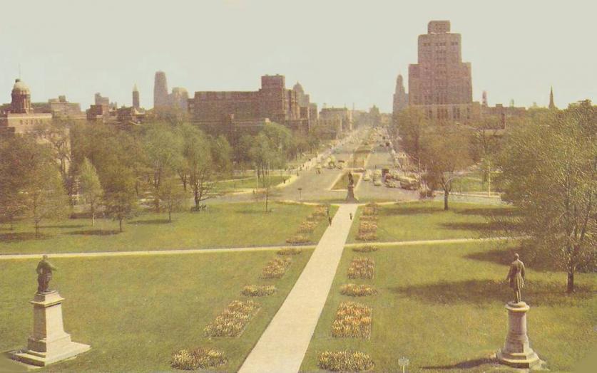 PostcardTorontoUniversityAveLookingSFromQueensPark_1950s.jpg