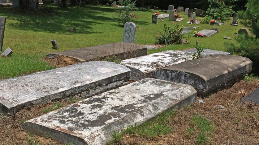 TX_PleasantHillSettlement_CemeteryChurch_courtesyAndreaRoberts_002_sig.jpg