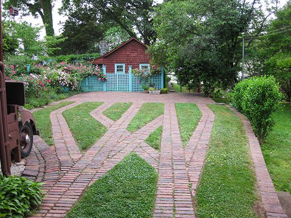 Anne-Spencer-Garden-5-Brian-Katen-2015.jpg