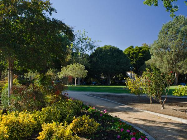 CA-Beverly_Gardens_Park-Matthew_Traucht2014-2.jpg