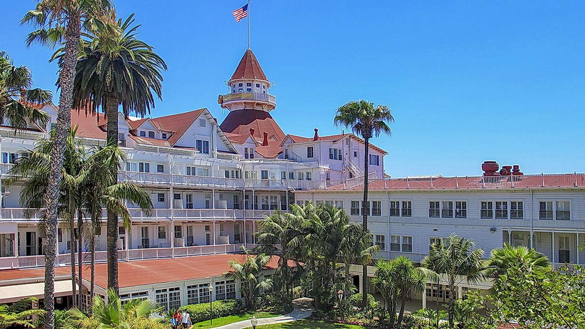 CA_Coronado_HoteldelCoronado_byAlanEnglish-Flickr_2013_001_sig_008.jpg