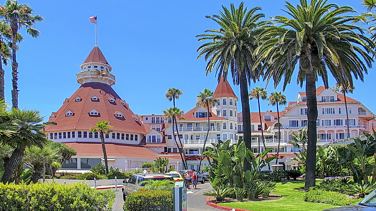 CA_Coronado_HoteldelCoronado_byAlanEnglish-Flickr_2013_004_sig_002.jpg