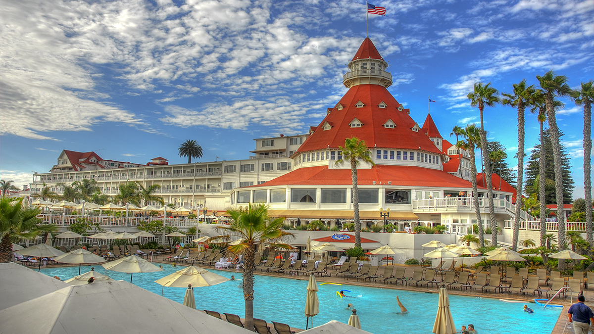 CA_Coronado_HoteldelCoronado_byThomasHart-Flickr_2012_002_sig_006.jpg