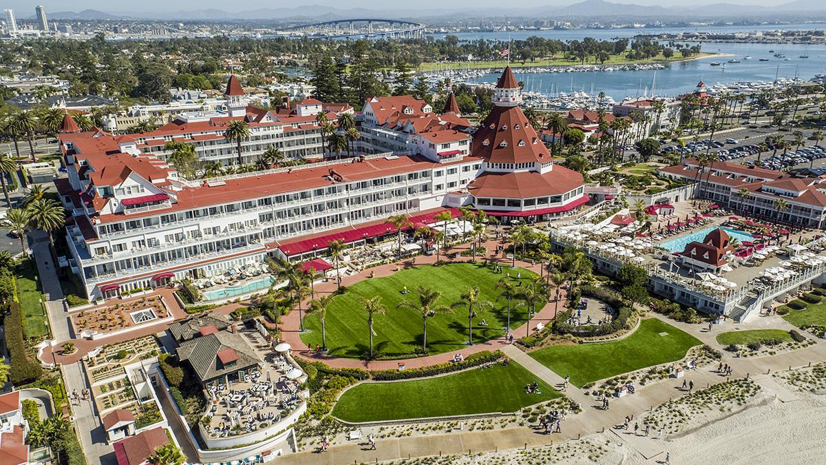 CA_Coronado_HoteldelCoronado_courtesyWikimediaCommons_2016_001_sig_001.jpg