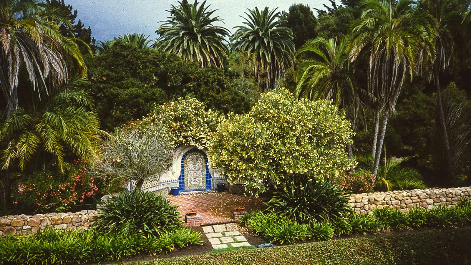 CA_Montecito_CasaDelHerrero_06_CharlesBirnbaum_1995_Signature.jpg