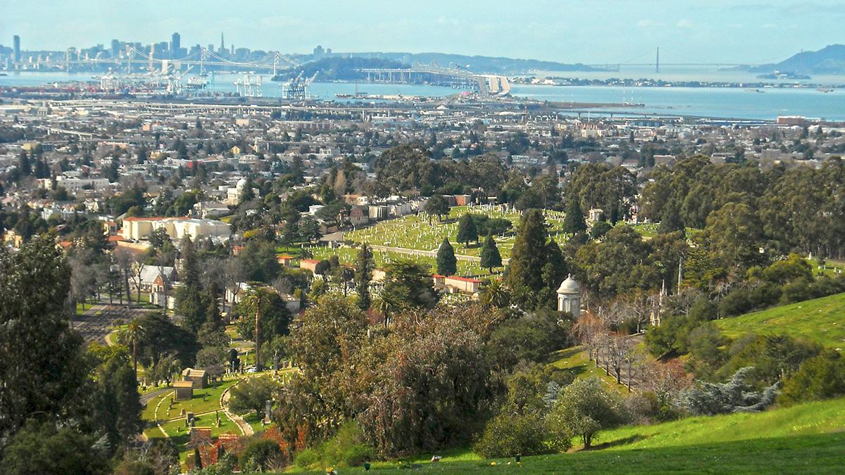CA_Oakland_MountainViewCemetery_byDanielRamirez-Flickr_2010_010_sig_006.jpg