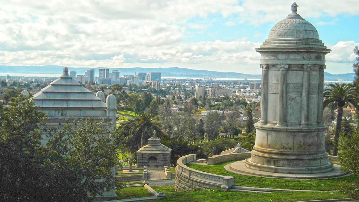 CA_Oakland_MountainViewCemetery_byDanielRamirez-Flickr_2010_011_sig_004.jpg