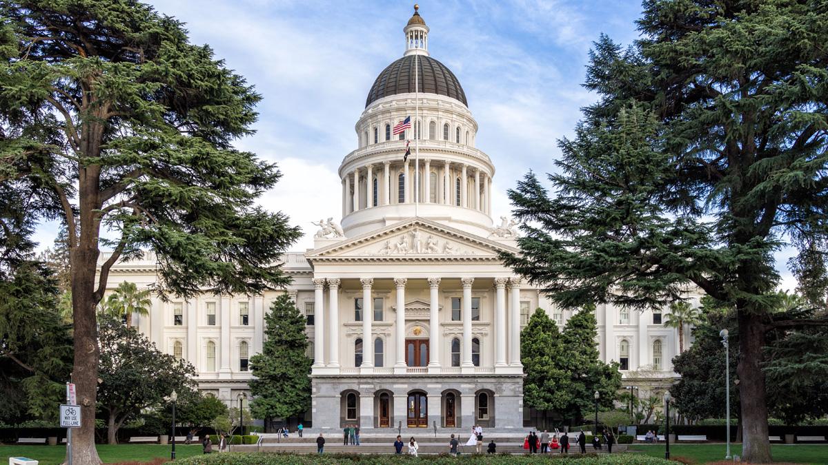 CA_Sacramento_CaliforniaStateCapitolPark_courtesyAndreM-WikimediaCommons_2014_01_Sig.jpg