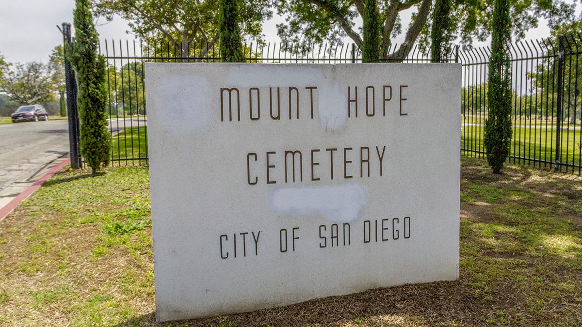 CA_SanDiego_MountHopeCemetery_byKelseyKaline_2019_019_sig_002.jpg