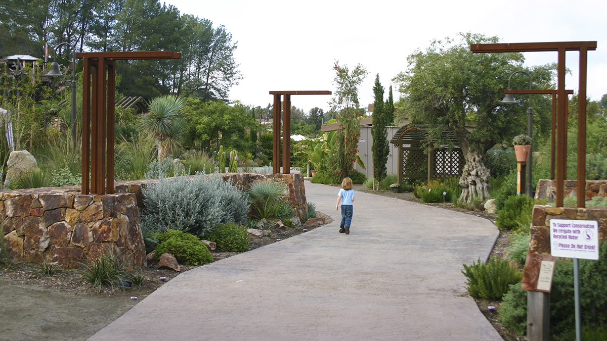 CA_SanDiego_SanDiegoBotanicGarden_courtesyWikimediaCommons_2010_002_sig_005.jpg