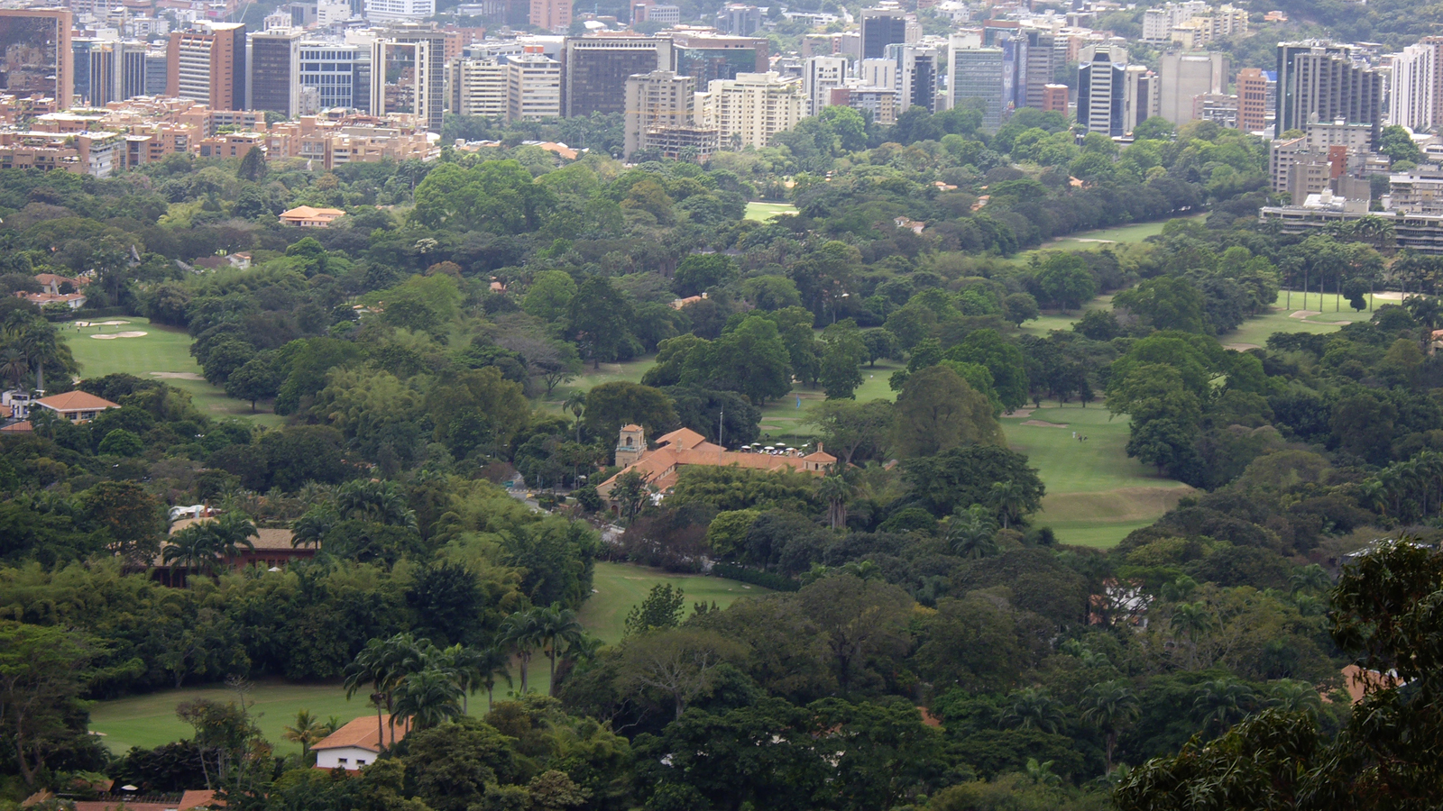 CaracasCountryClub_feature_RaquelScharffenorth_2009_01.jpg