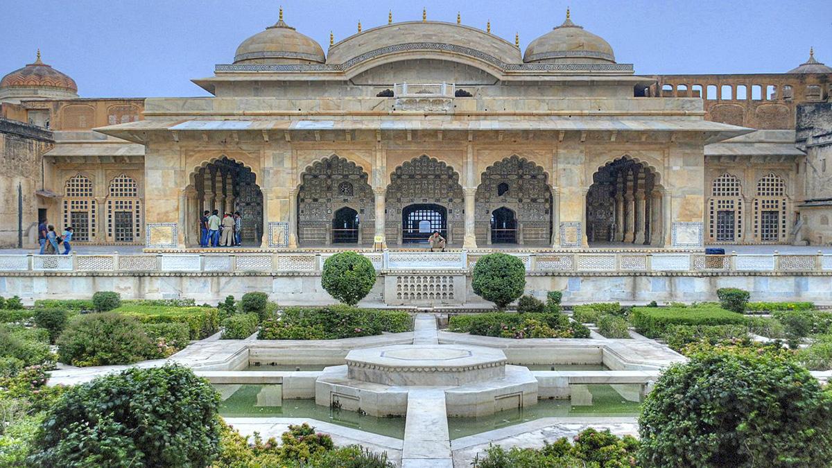 Char_Bagh_Garden,_Amer_Fort,_Rajasthan,_India.jpg