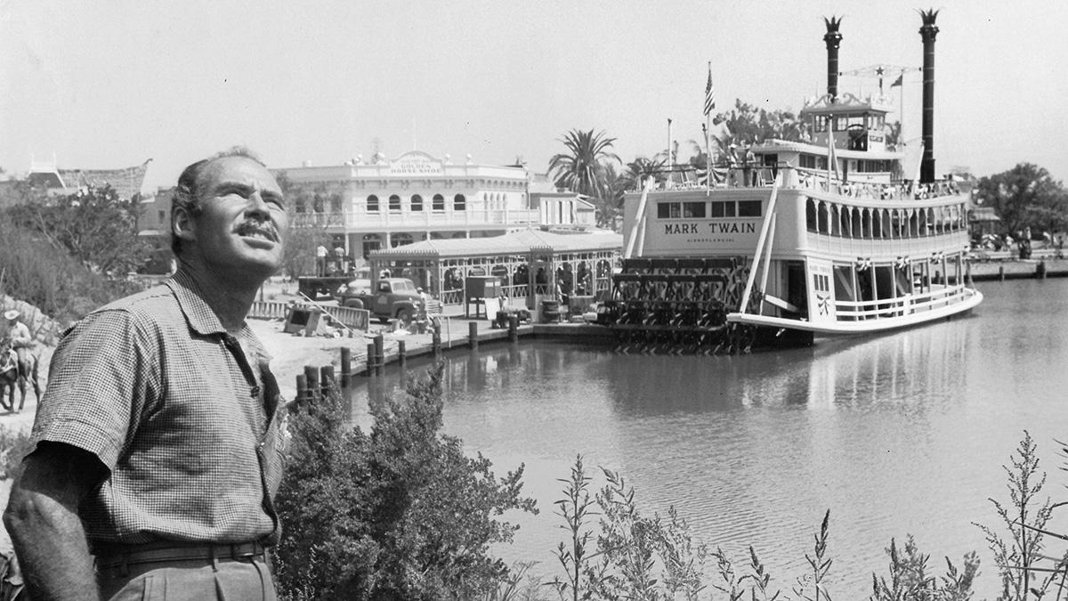 Disneyland_BillEvans_RussHalford_courtesyKellyComrasFASLA_1955.jpg
