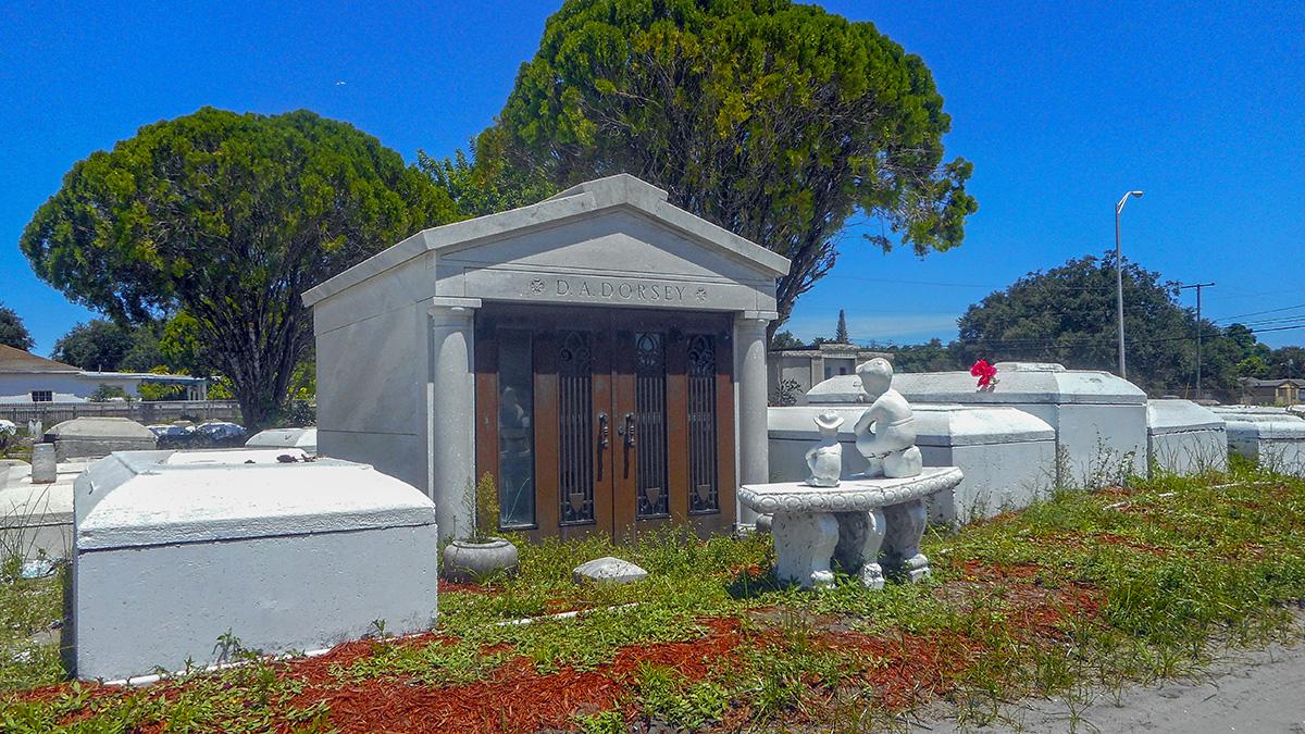 FL_Miami_LincolnMemorialPark_courtesyWikimediaCommons_2017_001_sig_005.jpg