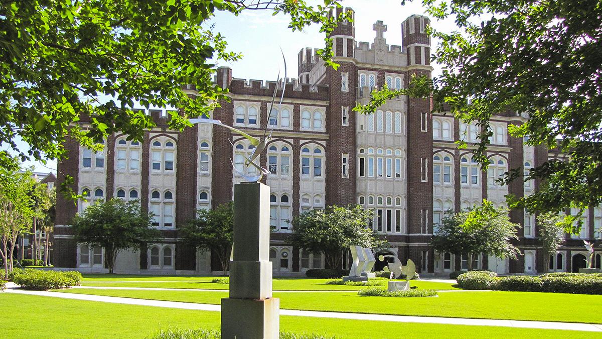 LoyolaUniversity_feature_2016_JoniEmmons_006.jpg