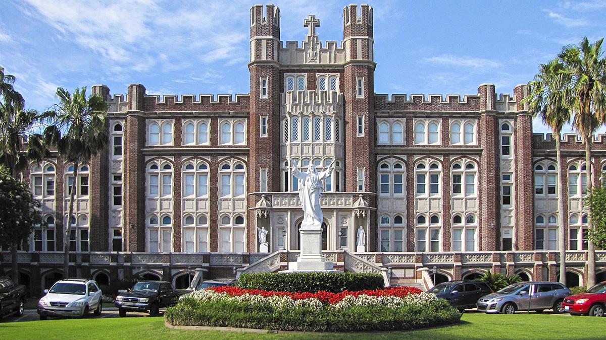 LoyolaUniversity_feature_2016_JoniEmmons_010.jpg