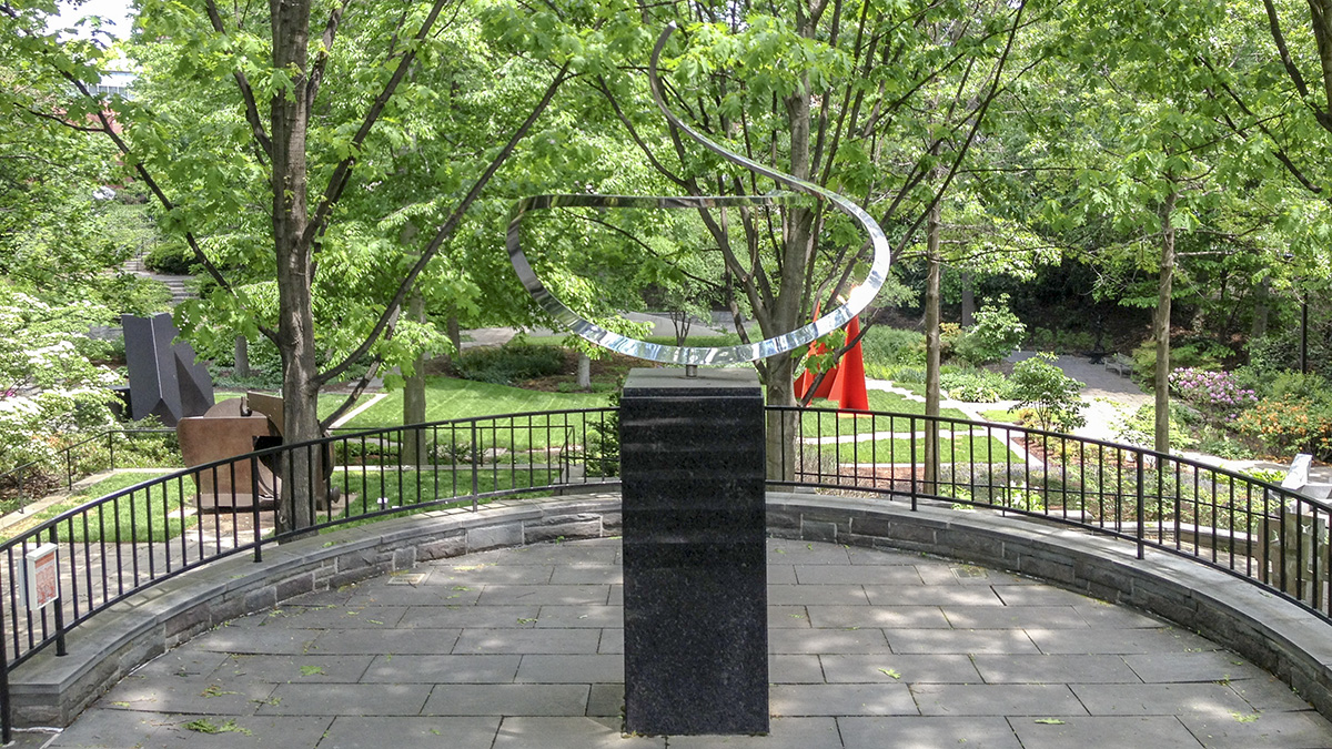 MD_Baltimore_LeviSculptureGarden_CharlesBirnbaum_2014_06_sig_007.jpg