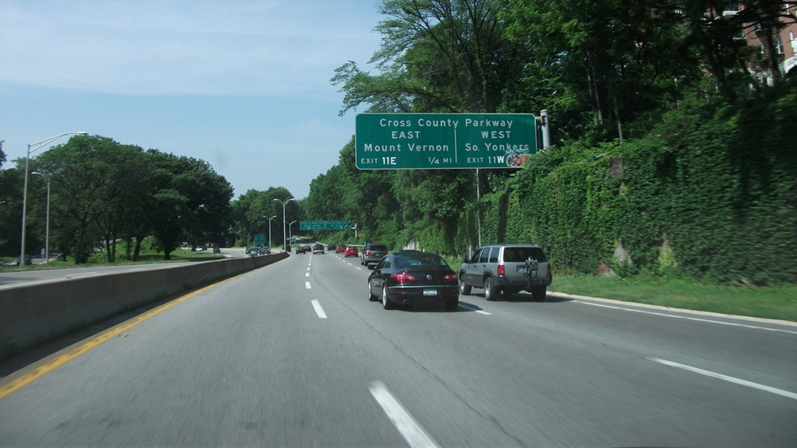 NYC_BronxRiverParkway_signature_DougKerr_2011_01.jpg