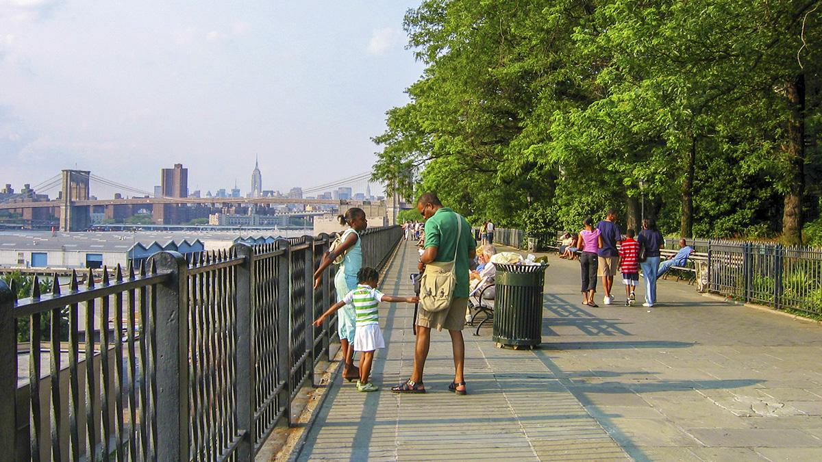 NY_NYC_BrooklynHeightsPromenade_WikimediaCommons_2006_01_sig.jpg