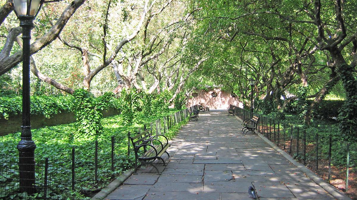 NY_NYC_CentralParkConservatoryGarden_03_CharlesBirnbaum_2006_sig.jpg