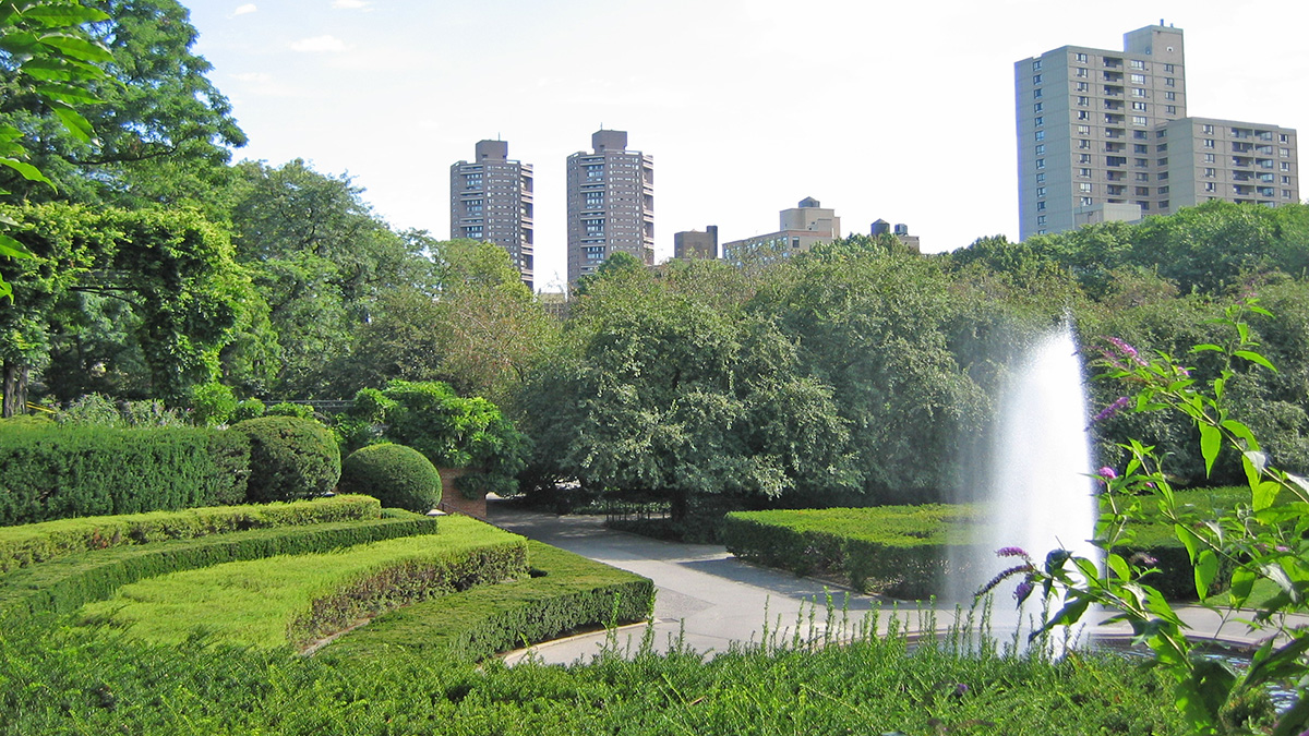 NY_NYC_CentralParkConservatoryGarden_09_CharlesBirnbaum_2006_sig.jpg