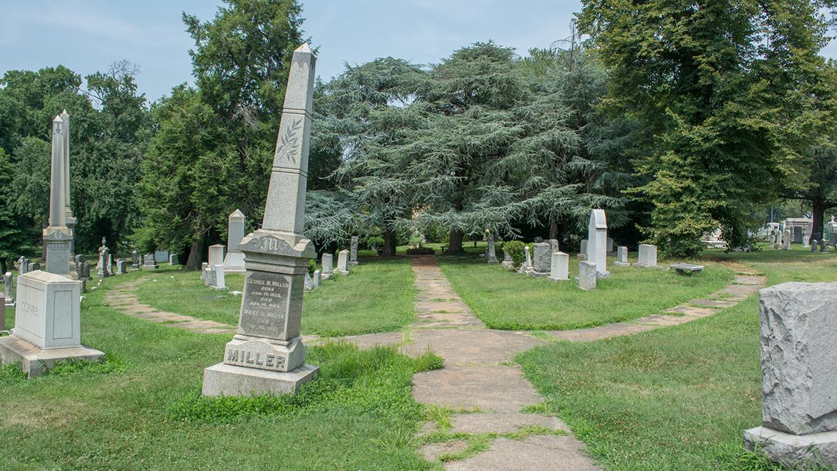 Prospect_Hill_Cemetery_Tim Evanson-_2014_2_wikimedia_sig.jpg