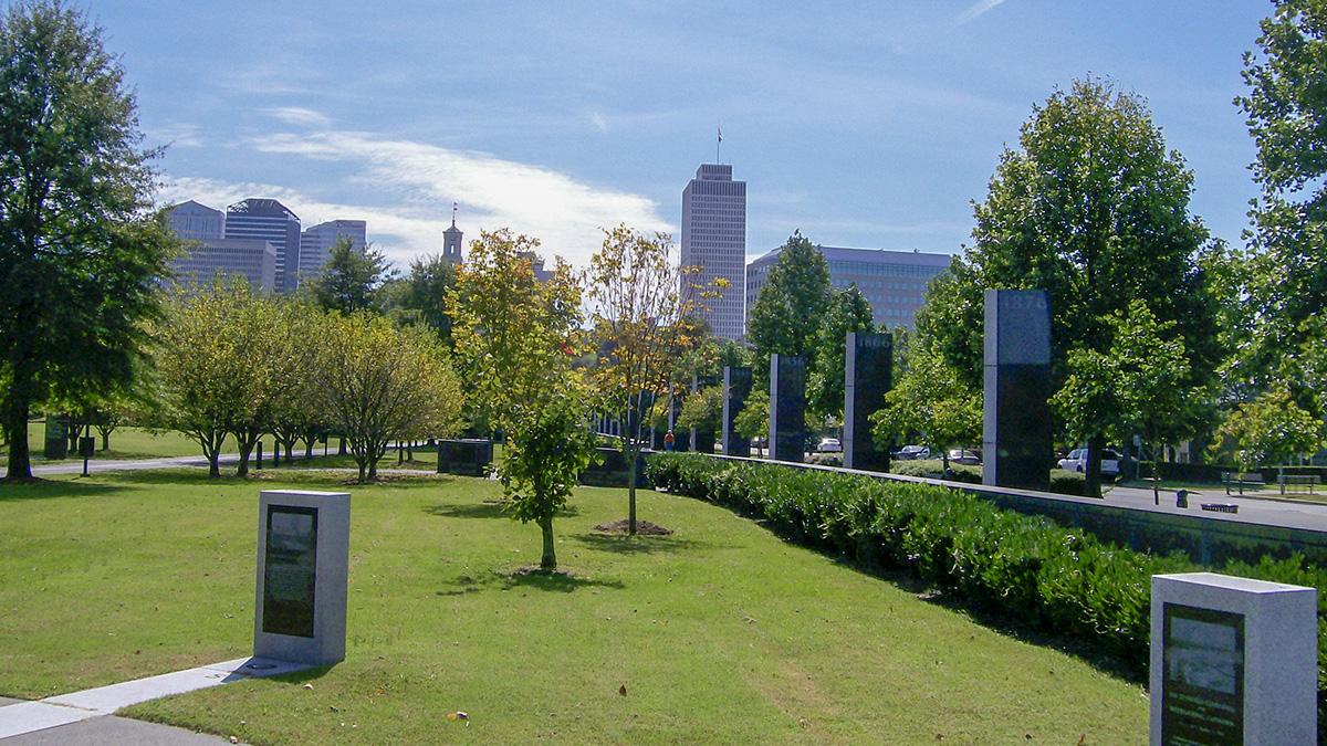 TN_Nashville_BicentennialCapitolMallStatePark_courtesyStephenYeargin-Flickr_2008_002_sig_005.jpg