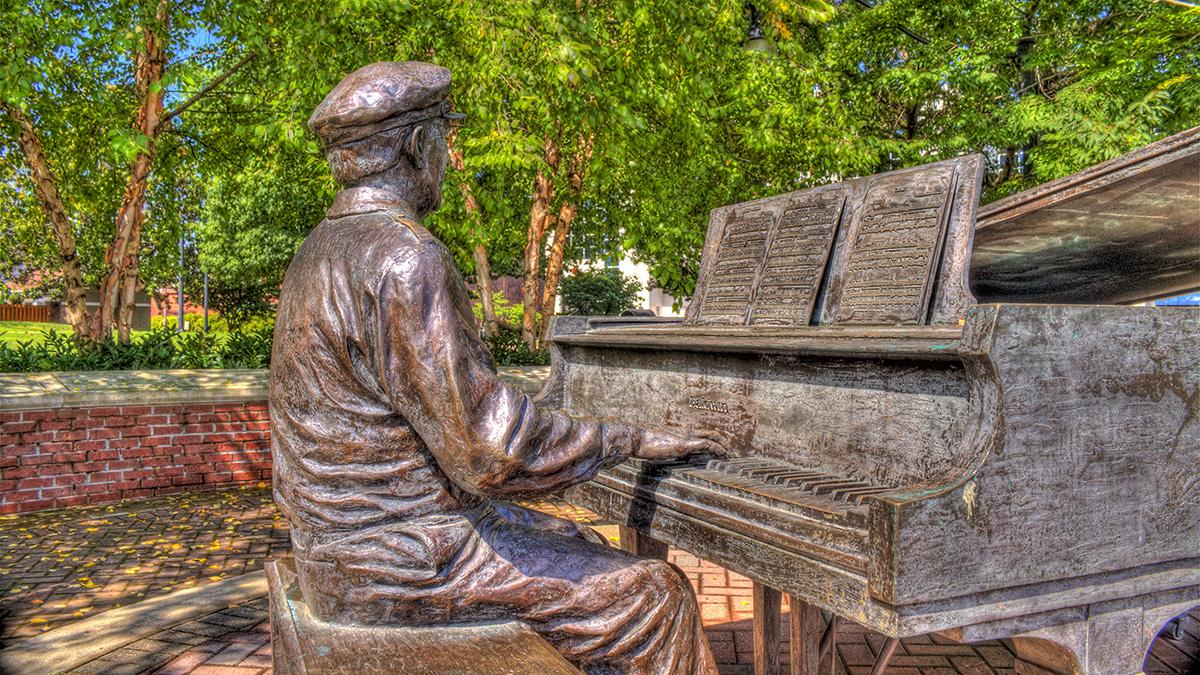 TN_Nashville_MusicRow_OwenBradleyPark_byLarryDarling-Flickr_2010_01_sig_002.jpg