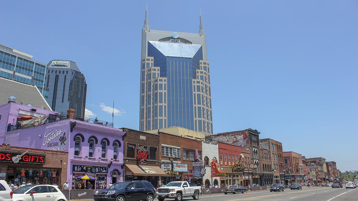 TN_Nashville_LowerBroadway_courtesyNicolasHenderson-Flickr_2016_001_sig_004.jpg