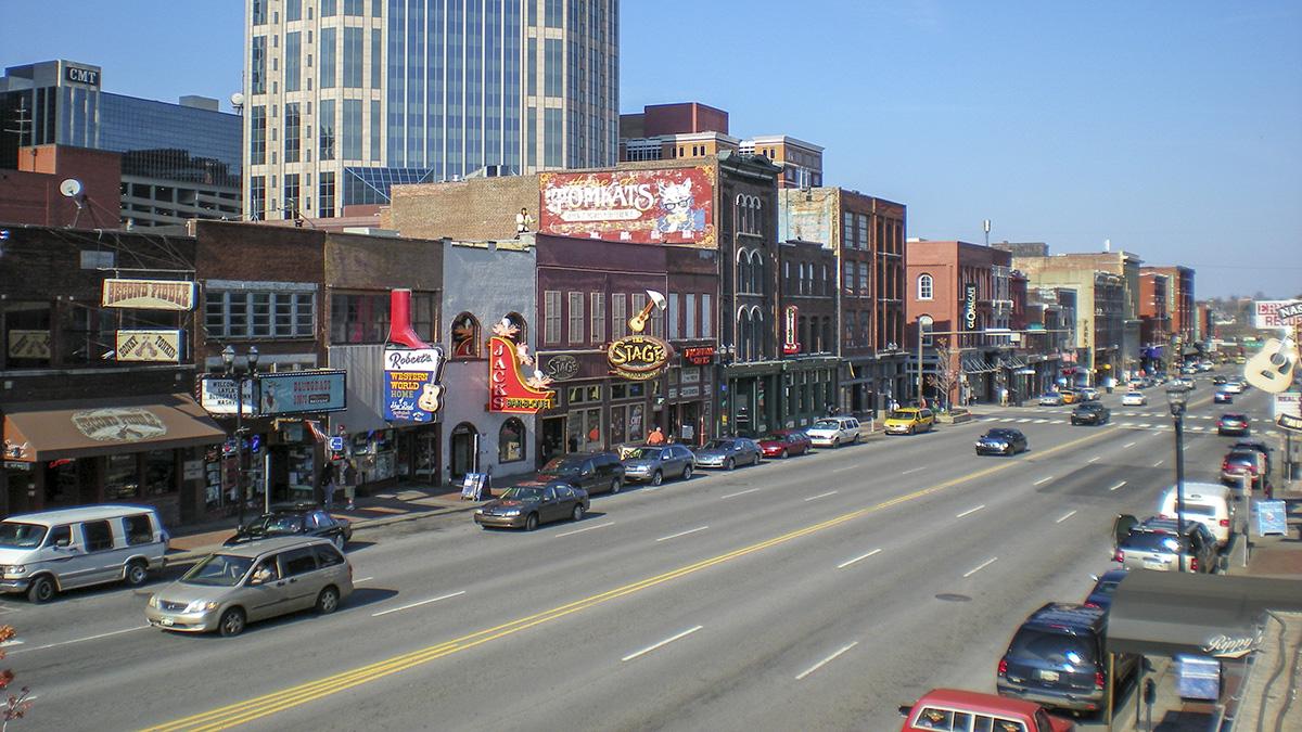 TN_Nashville_LowerBroadway_courtesyWikimedaiCommons_2009_001_sig_005.jpg