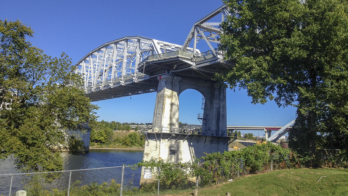 TN_Nashville_JohnSeigenthalerPedestrianBridge_byCraigG-Flickr_2014_001_sig_003.jpg
