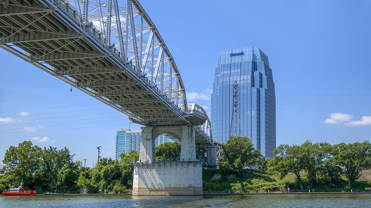 TN_Nashville_JohnSeigenthalerPedestrianBridge_byRonCogswell-Flickr_2011_001_sig_002.jpg