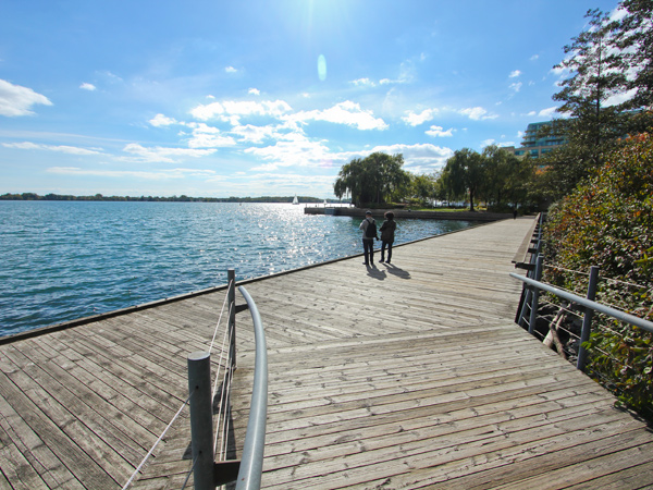 TorontoWaterfront2_HarbourSqaurePark_WilliamYiu_2014.jpg