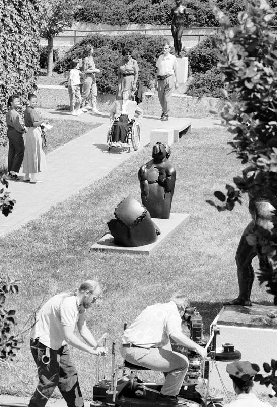 Washington_DC_HirshhornSculptureGarden_DianneH.Pilgrim_smithsonianDesignMuseum_1991.jpg