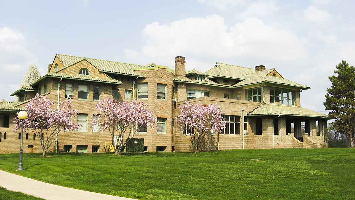 Wheeler-Stokely_Mansion_southern_side_2011_Nyttend_WikimediaCommons.jpg